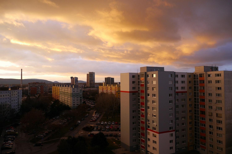 Slováci najviac € minú na bývanie