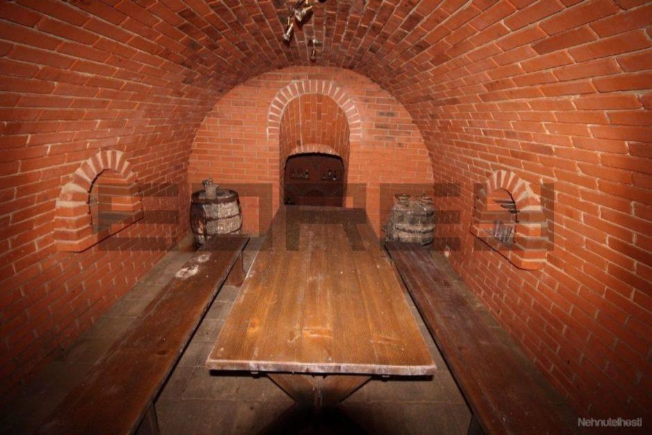 Moderný rodinný dom v Rovinke s dvojgarážou, vínnou pivnicou a galériou