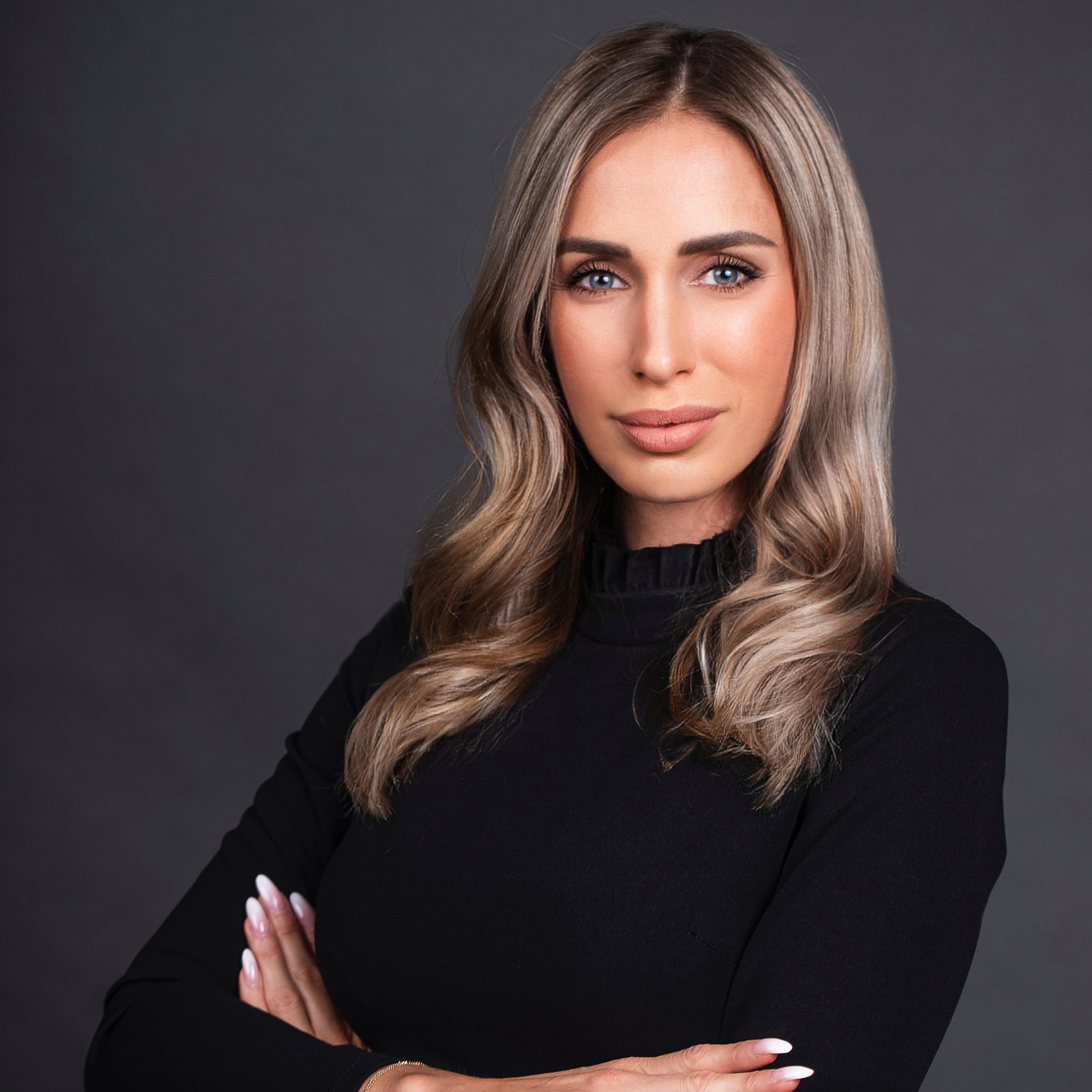 Mgr. Miriam Oravkinová - senior real estate agent
